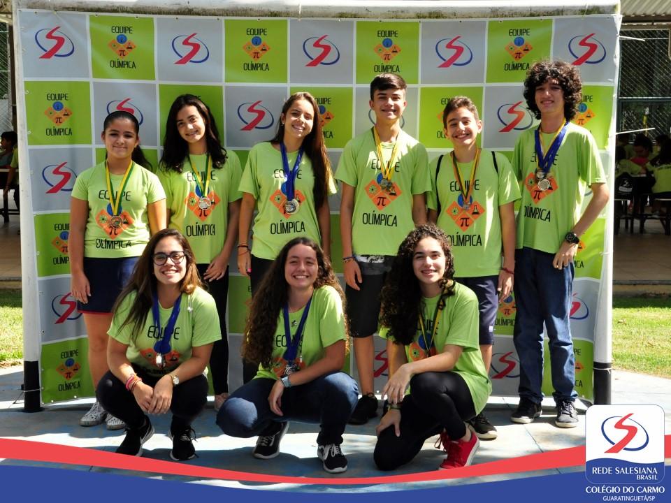 Medalhistas das Escolas Salesianas do Vale comemoram as conquistas em Lorena