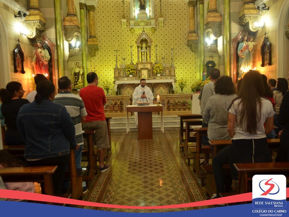 Ex-alunos do Carmo realizam Coroação e participam de Missa em honra a Nossa Senhora Auxiliadora